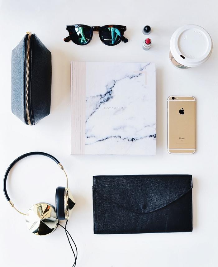 Idée quel sac pochette louis vuitton pochettes femme marbre cahier lunettes modernes starbucks gobelet