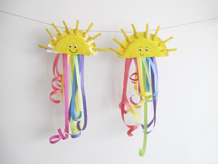 activité manuelle primaire maternelle, soleil en assiette en papier, decoration de bandes de papier multicolores