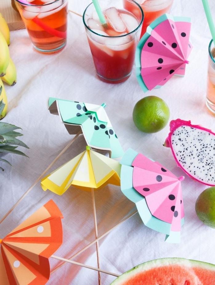 activite manuelle adulte, enfants, idee de bricolage, des agitateur à cocktails à fabriquer soi meme, en papier et batons de bois, idee decoration festive été, thème tropical
