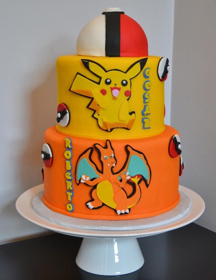 gâteau d anniversaire, plateau tournant, pâte orange, pâte jaune, dessin pikachu, pokéball