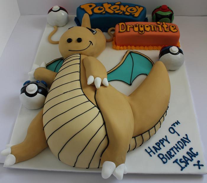 gâteau d anniversaire, dino, lettres pokémon, pokéballs, decoration gateau pokemon, plaque à pâtisserie