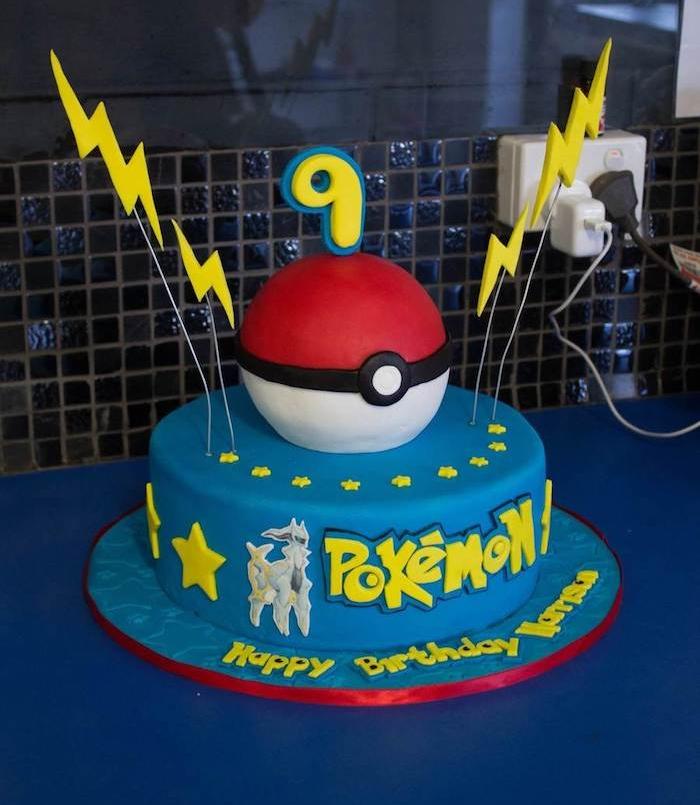 recette de gateau, pâte d'amande bleue, comment faire un gateau, pokéball facile, étoiles jaunes sucrées, gâteau d anniversaire