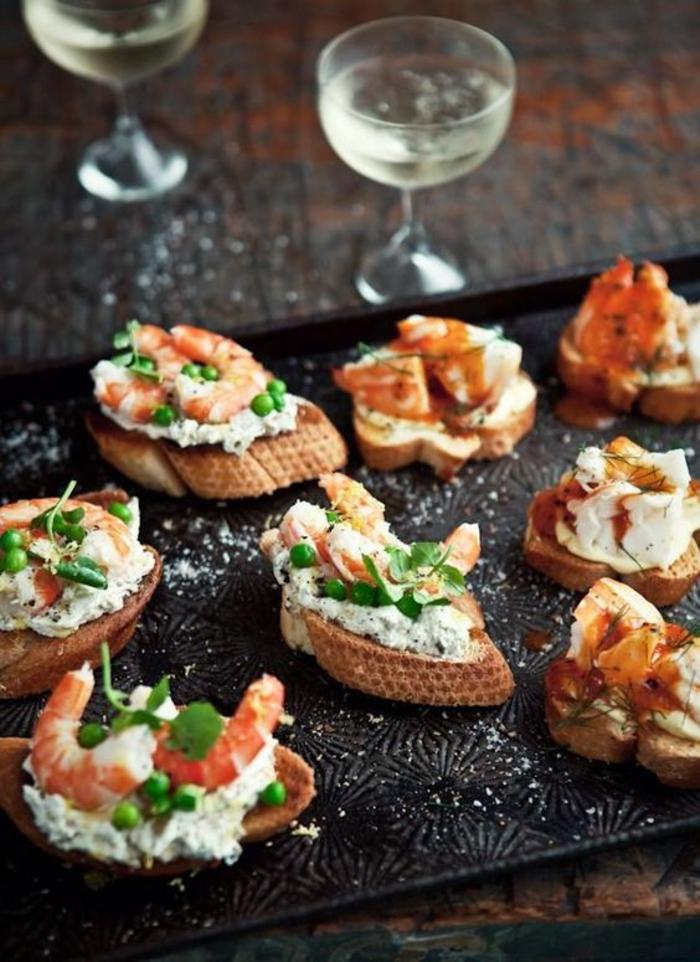 une variation gourmande et sophistiquée de la recette bruschetta, tartines aux crevettes, tomates au beurre et sauce champagne
