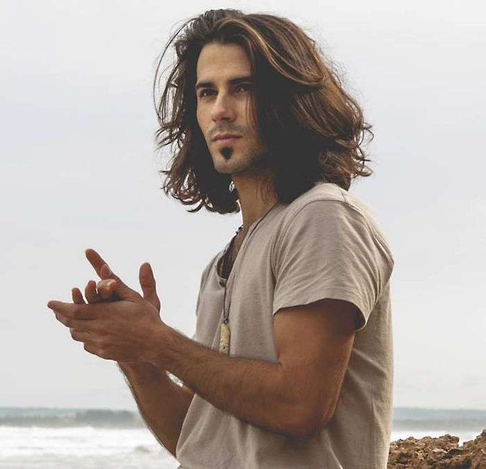 modele coiffure long homme hommes cheveux longs