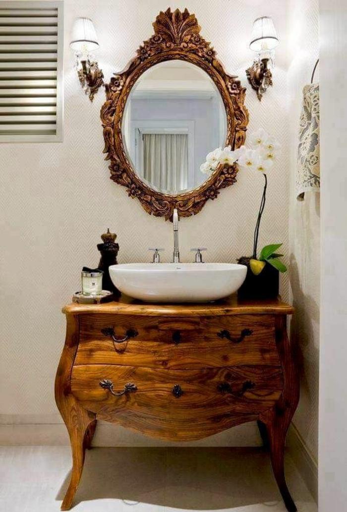 buffet baroque en marron et noir avec miroir ovale et deux petits lampadaires en tissu drapé blanc