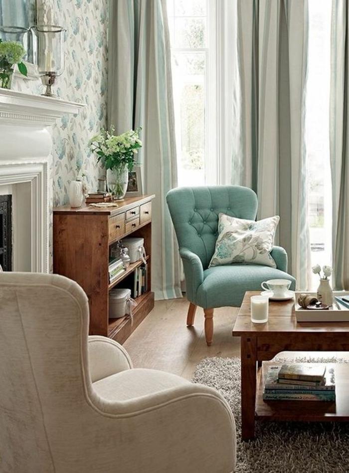 meuble style baroque avec fauteuil en vert pistache et fauteuil blanc