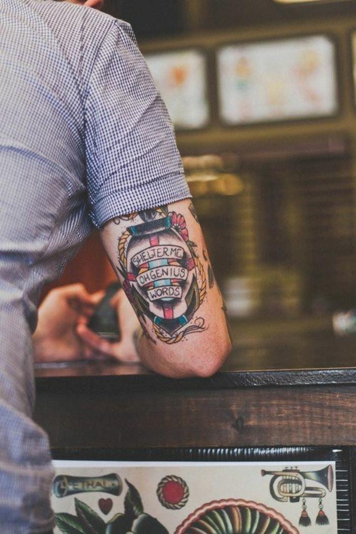 Petit tatouage homme idée phrase tatouage homme tatouage main