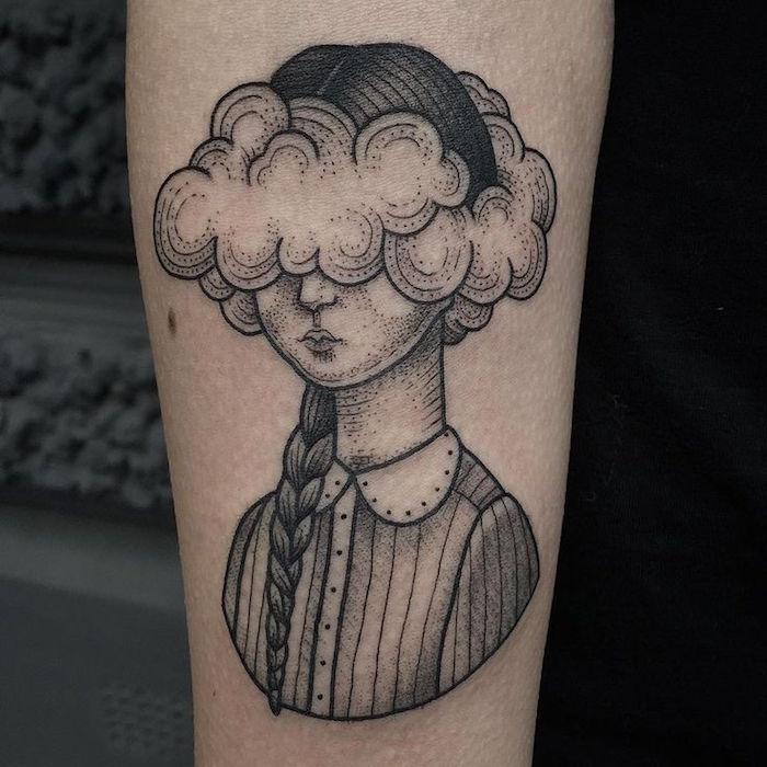tatouage nuage bras femme tattoo tete dans les nuages poesie trait fin stylé beau tatoo