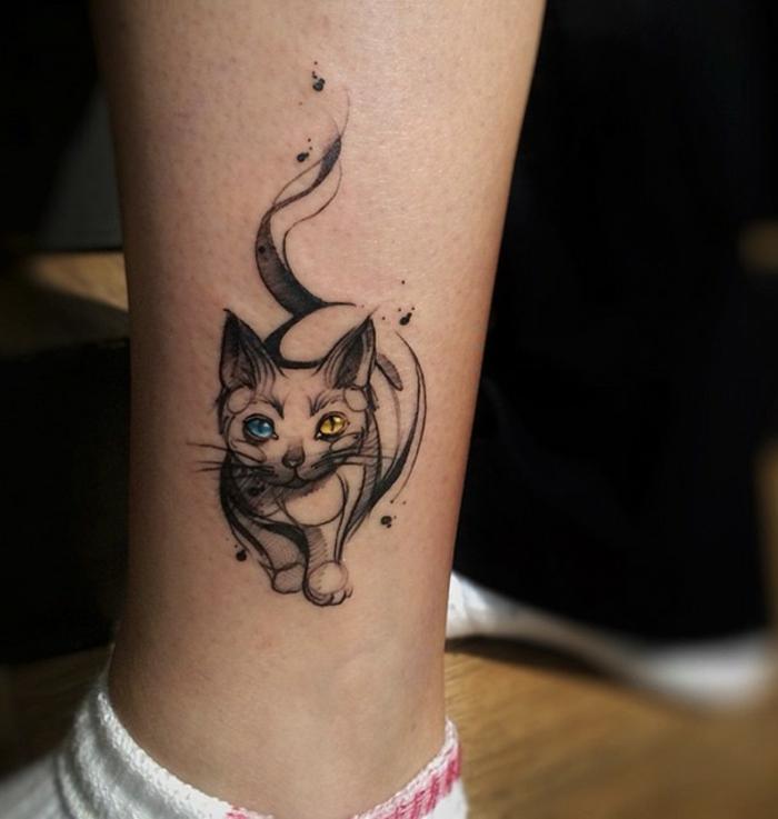 Joli tatouage fin pour femme modele tatoo femme cool chaton