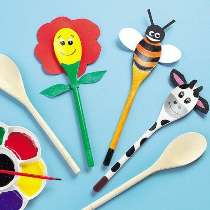 bricolage enfant, cuillères en bois, motif ferme, fleur, vache et abeille en bois et papier, projet loisirs creatifs