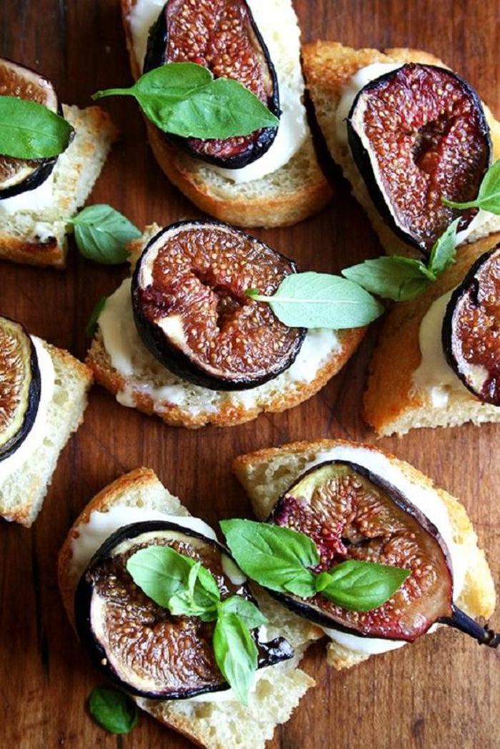 une recette de bruschetta au goût sucré et salé, tartines aux figues rôties et à la ricotta