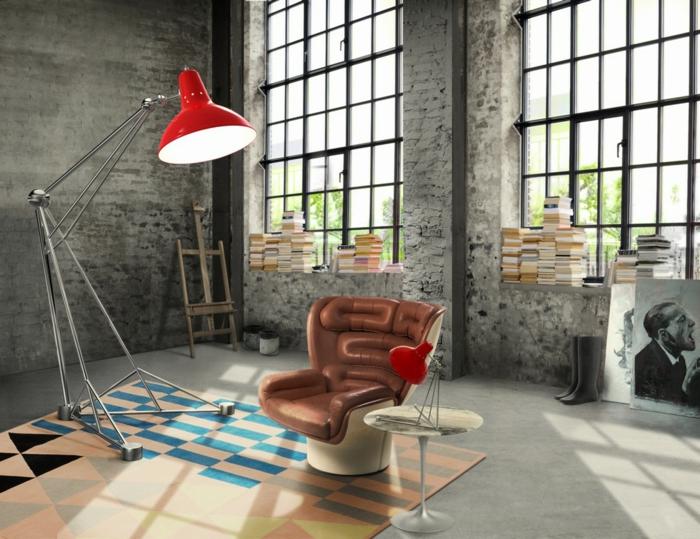 decoration industrielle, lampe rouge, botte de pluie, peinture blanc et noir, grandes fenêtres, tapis multicolore