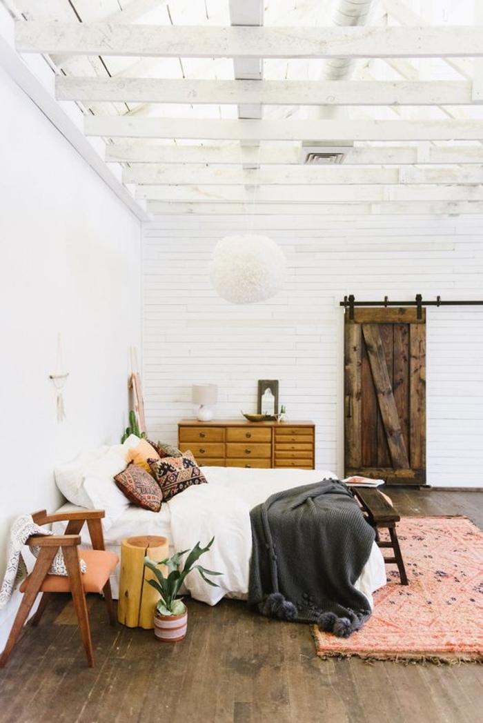 une chambre à coucher bohème chic douce et accueillante, accents déco ethnique chic
