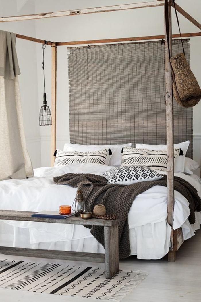 une chambre à coucher de style ethnique chic aux tons neutres, lit baldaquin à inspiration africaine