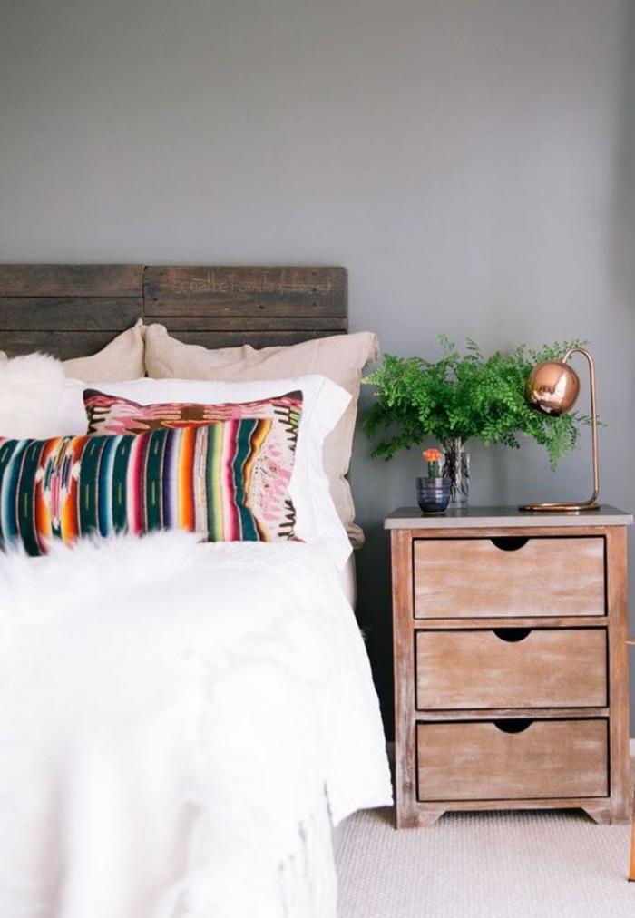 coussins décoratifs colorés de style ethnique chic, comment adopter la couleur terre de sienne par petites touches