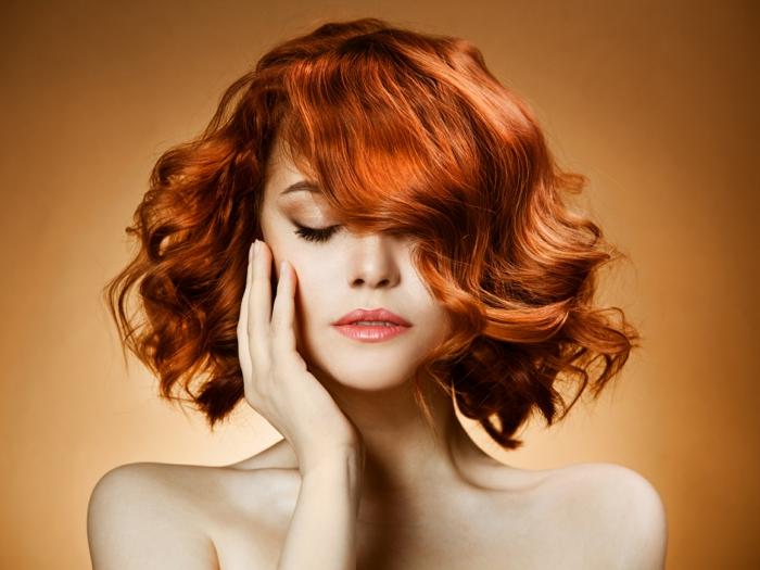quelle couleur de cheveux choisir, coupe carré femme, cheveux cuivré, changer de couleur de cheveux