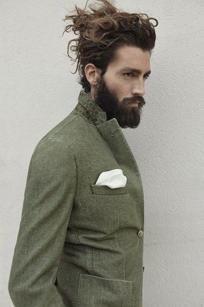 coiffure homme tendance coupe mi long et barbe hipster