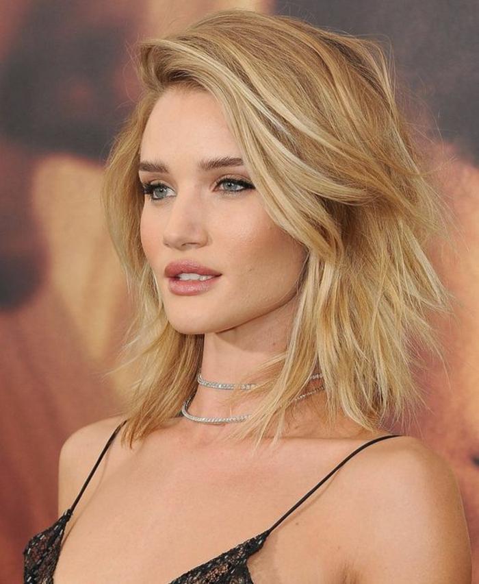 coifure femme coupe féminine en couleur blonde sans frange étagée grande tendance