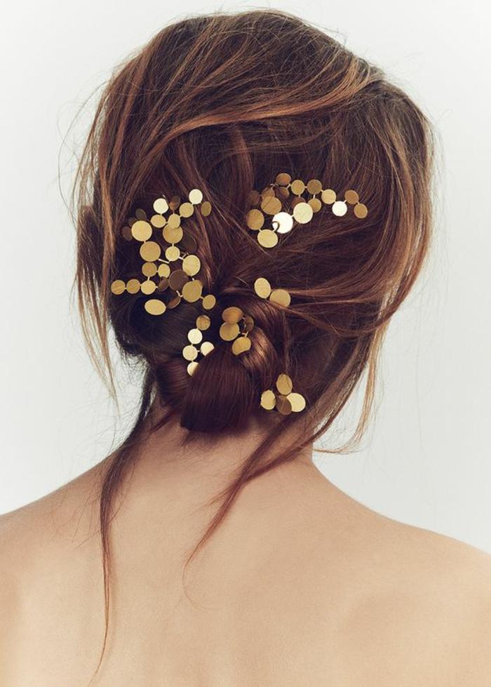 coiffure femmes chignon messy avec accessoire pour cheveux aux mille étincelles
