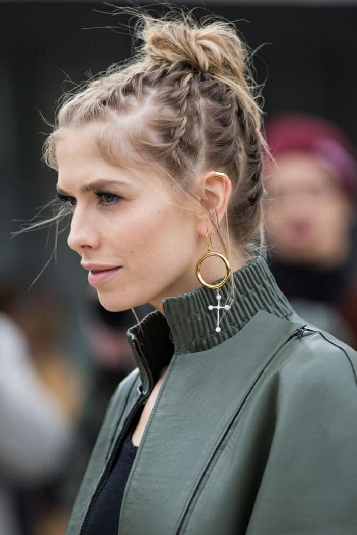 coifure de femme formée avec plusieurs tresses qui se terminent en chignon décontracté