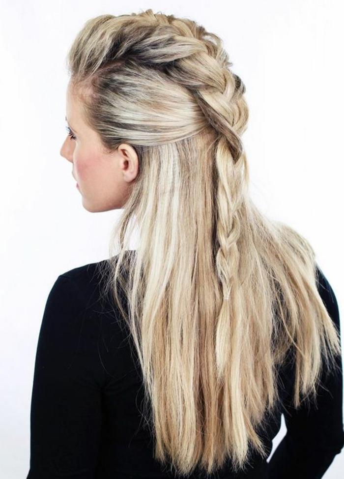 couffure femme sur cheveux longs couleur cendres aux nuances claires et foncées