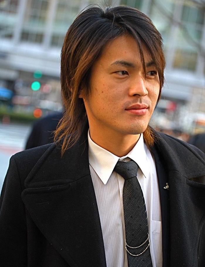 modele cheveux mi long homme asiatique mannequin japonais