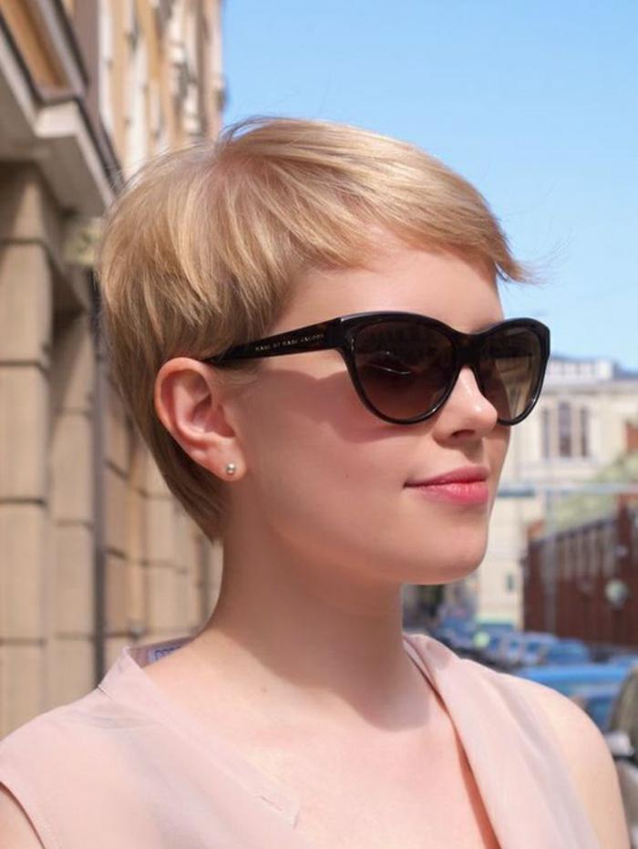 coiffure femmes cheveux très courts blond innocent ange