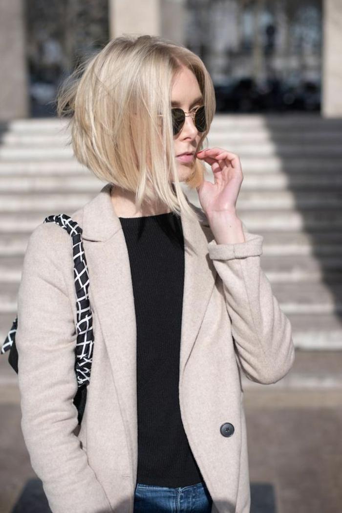 coiffure femme bob en couleur platine aux bouts asymétriques style élégant