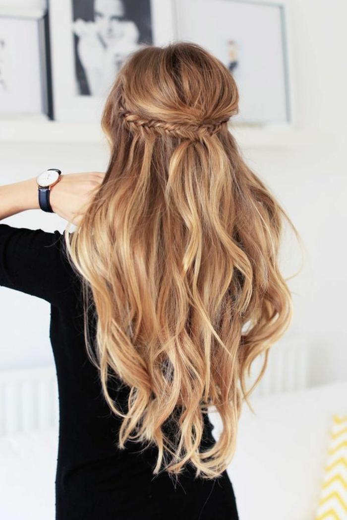 coiffure femme cheveux longs blond vénitien longueur jusqu'aux reins