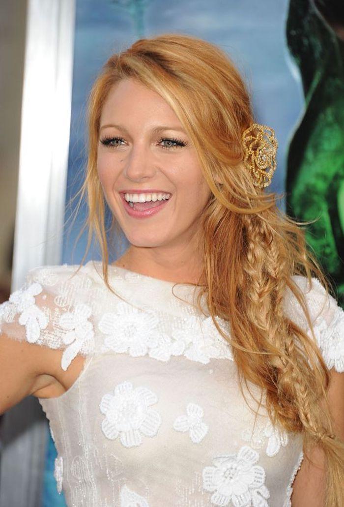 quelle coiffure pour mettre en valeur la beauté du blond roux, coiffure de style bohème chic avec tresse épi de blé