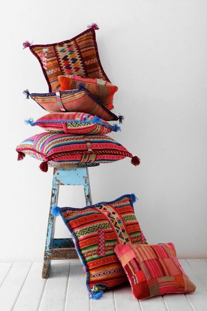 des coussins décoratifs à motifs ethniques pour créer une ambiance bohème chic, comment créer une deco ethnique