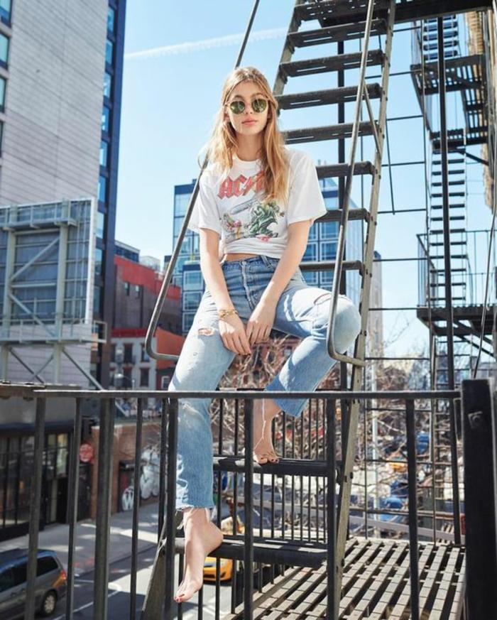 Idée tenue de lycée comment s'habiller pour se sentir confortable jean et tee shirt à bande favori AC/DC