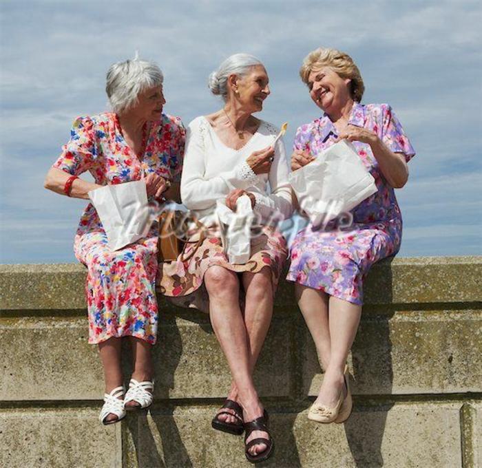 coment se faire des potes a tout age meme avancé dames agees complices