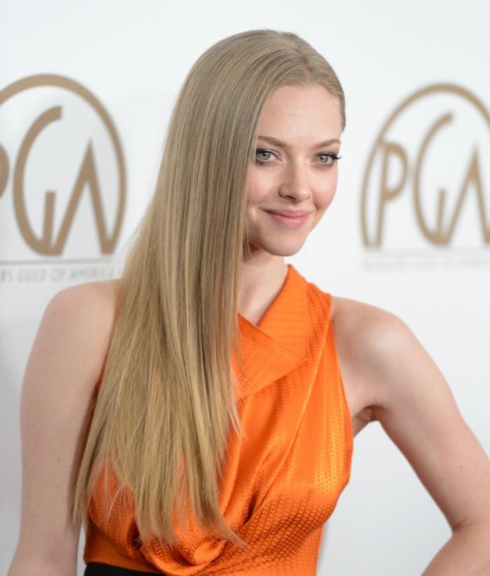 quelle couleur de cheveux choisir, robe orange, Amanda Seyfried, cheveux longs raids, yeux claires