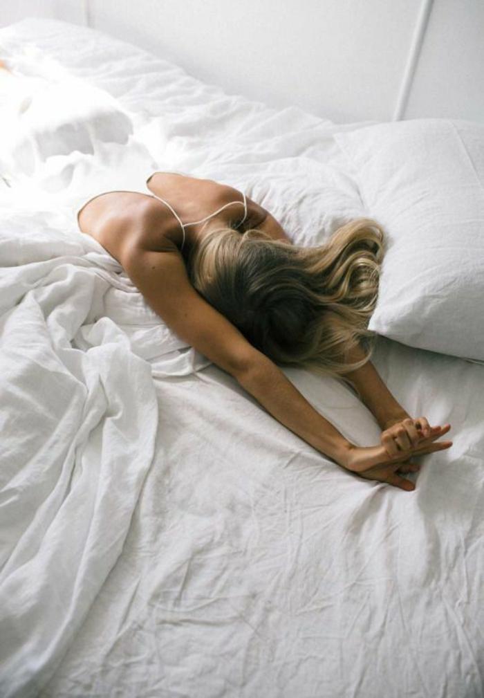 combattre la fatigue au lit sans somnifères et sans problèmes pour un sommeil de qualité
