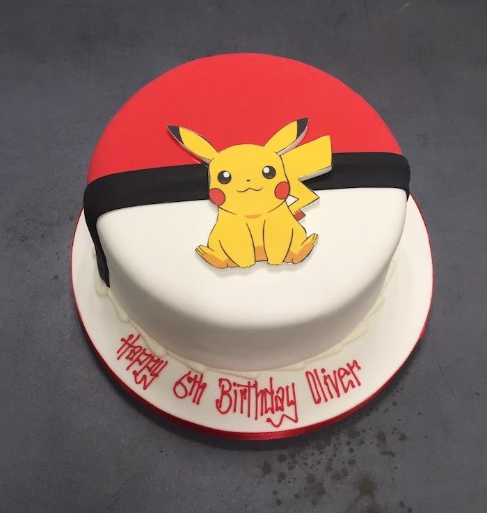 recette de gateau, pokéball en génoise au vanille, gâteau d anniversaire, figurine pikachu, surprise anniversaire
