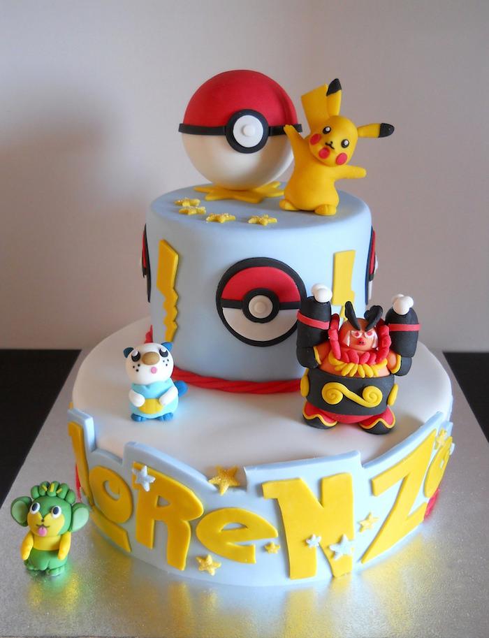 gâteau d anniversaire, figurines pokémons, recette de gateau, glaçage blanc, pâte d'amande bleu, pokéball