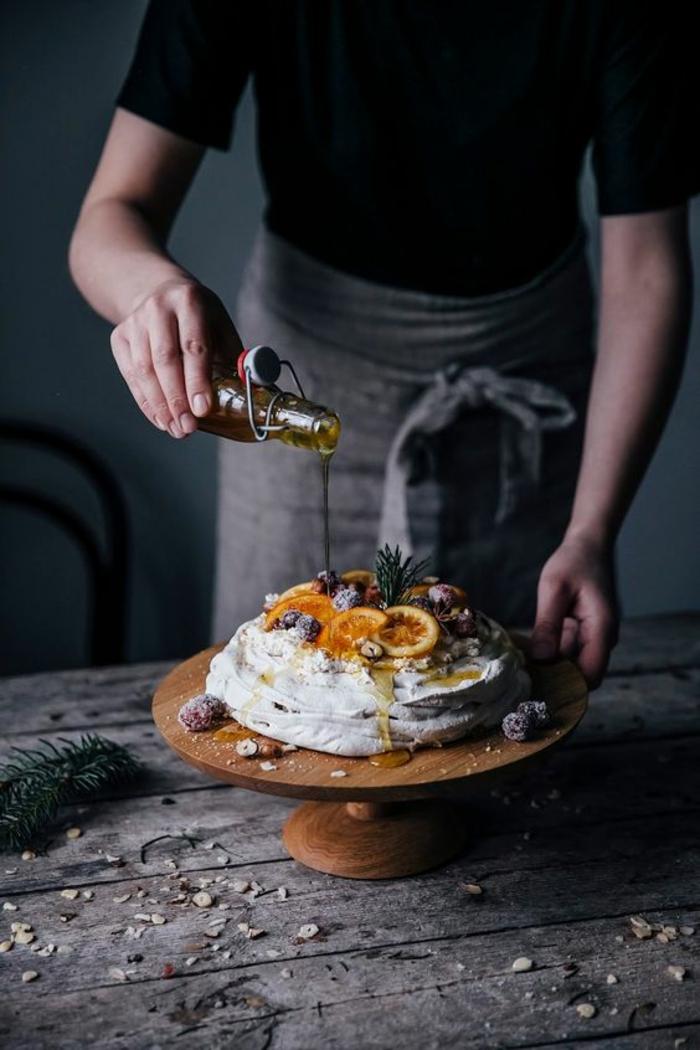 gâteau de fête à l'huile d'olive aux oranges confites et aux myrtilles
