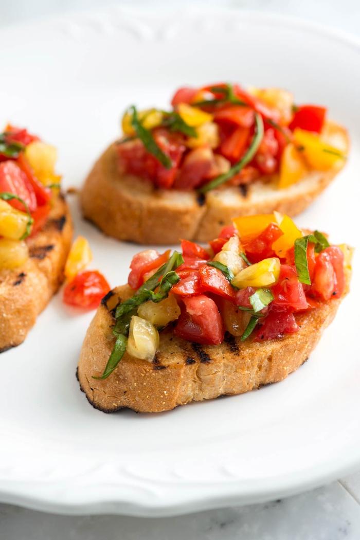 recette de tartine italienne de pain de campagne grillé aux tomates fraîches