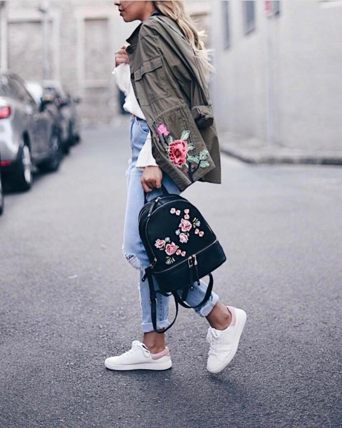 Mode au college comment bien s habiller au collège sac à dos brodée roses