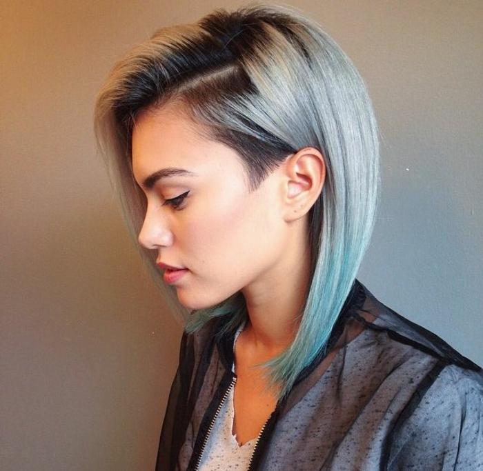 coifure femme rasée sur les oreilles avec frange de coté couleur cendre