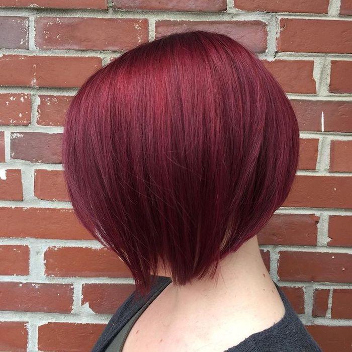 teinture rouge bordeaux, coupe court femme, cheveux rouge foncée, coloration bordeaux, coiffure femme