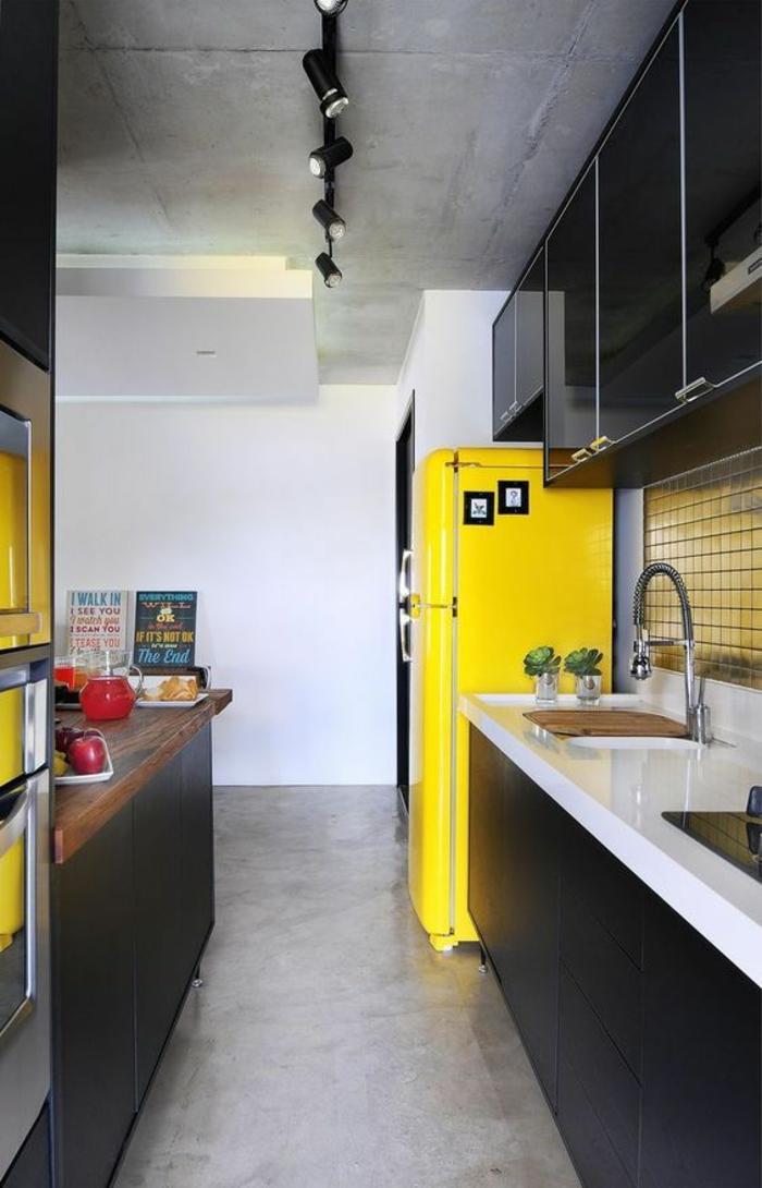 1001 id es pour cuisine noire des conseils comment l 39 am nager selon le - Cuisine jaune et noir ...