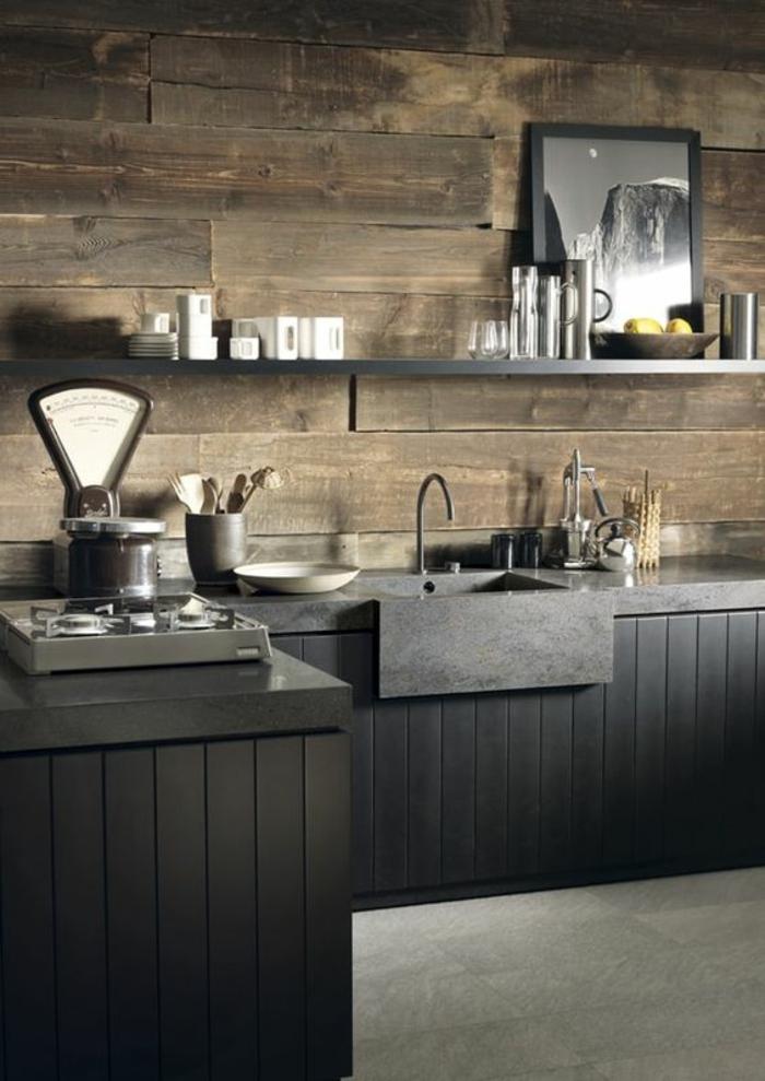 cuisine noire chalet avec lavabo en noir avec tableau décoratif en blanc et noir