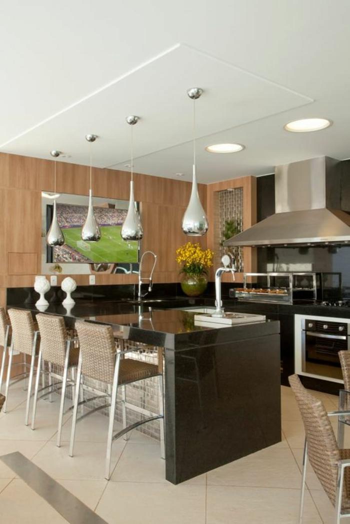 cuisine noire ilot salle a manger luminaires pendants effet argentés