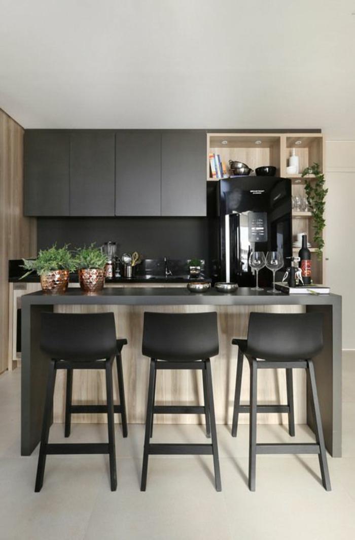 cuisine noire et bois deco cuisine noire sol et plafond blancs