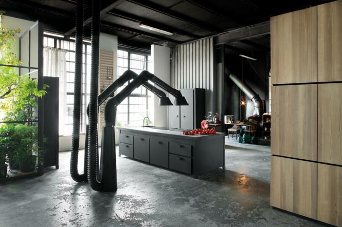 idee deco industrielle, cuisine ouverte, plafond gris, commode gris foncé, pipes apparents, plantes vertes, murs blancs