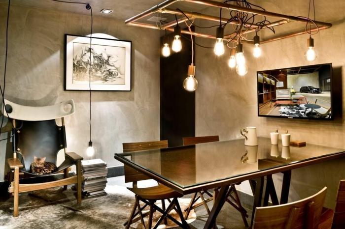 meuble noir et bois, murs en béton, peinture en blanc et noir, table en verre et bois, suspension luminaire, tapis gris moelleux