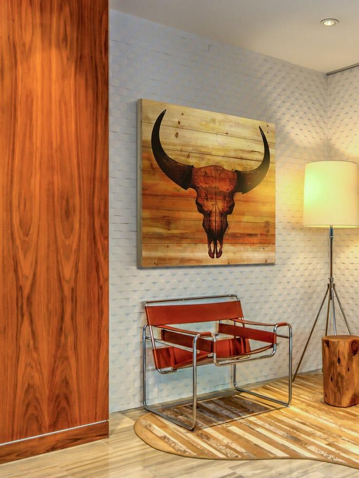 comment adopter le chic ethnique du style sud-ouest américain, tableau en bois crâne de taureau terre de sienne, déco en matériaux naturels