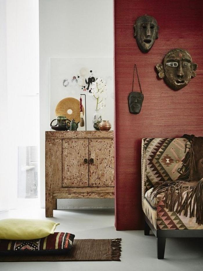 l'art africain traditionnel dans l'intérieur contemporain, salon ethnique chic en blanc et terre de cuite